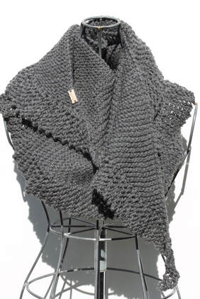 PHIN scarf hand knit in Peruvian highland wool in steel