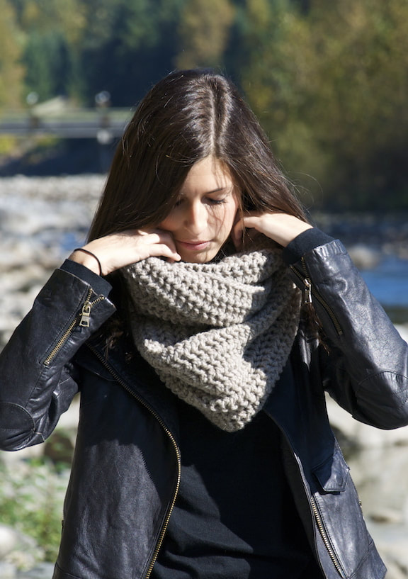 JULES hand knit wool infinity scarf putty